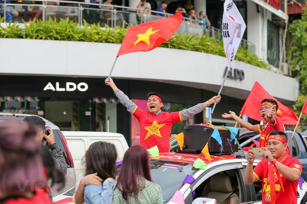 [ẢNH] Cổ động viên diễu hành 'tiếp lửa' trước trận Việt Nam - Thái Lan - 8