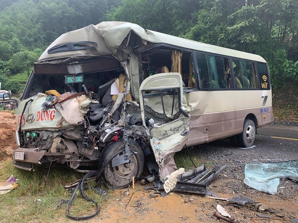 Phú Thọ: Xe ôtô tải đâm vào xe khách, 6 người bị thương nặng - 1