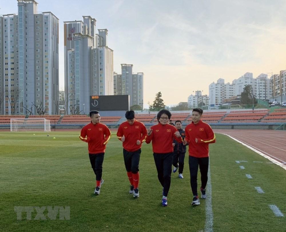 [ẢNH] Cận cảnh U23 Việt Nam có buổi tập nhẹ tại Hàn Quốc - 2