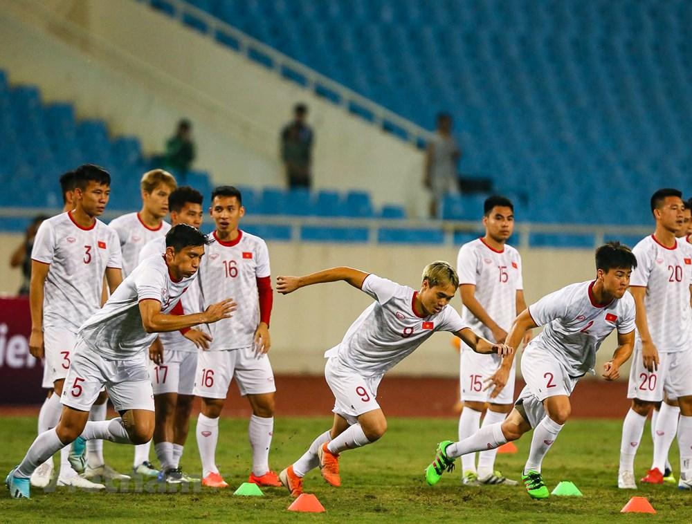 Tuyển Việt Nam làm quen sân Mỹ Đình, sẵn sàng đối đầu UAE - 2