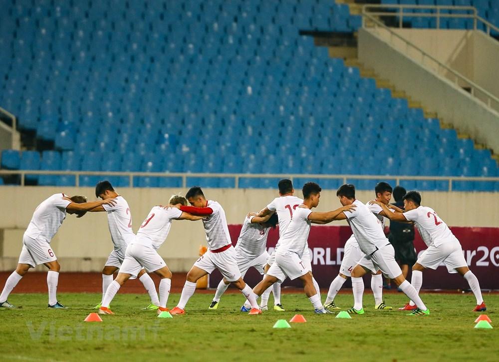 Tuyển Việt Nam làm quen sân Mỹ Đình, sẵn sàng đối đầu UAE - 9
