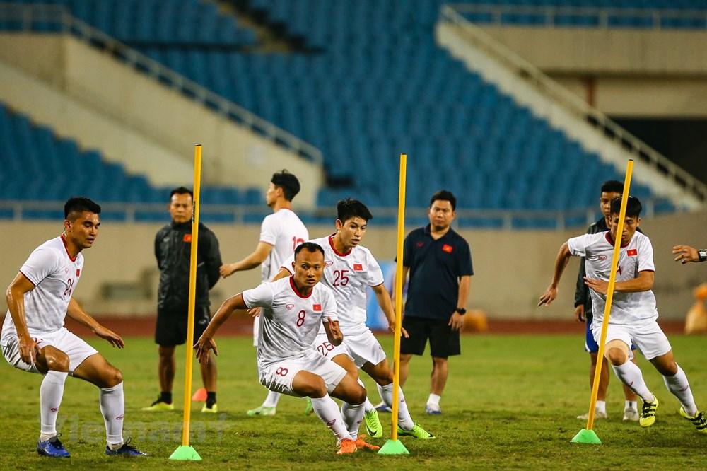 Tuyển Việt Nam làm quen sân Mỹ Đình, sẵn sàng đối đầu UAE - 6