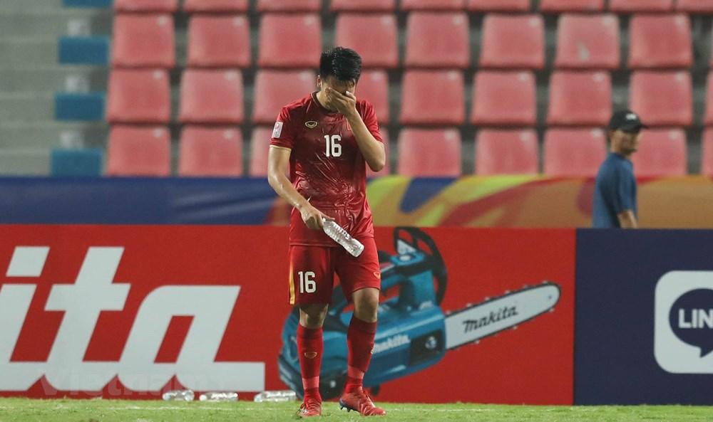 U23 Việt Nam thất thần rời sân Thái Lan khi bị loại sớm ở U23 châu Á - 1