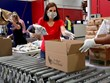 Mỹ: Ngân hàng thực phẩm từ thiện quá tải do dịch bệnh COVID-19