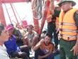Sáu ngư dân bị chìm tàu trên biển được đưa vào bờ an toàn
