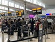 """Dịch COVID-19: Chính phủ Anh công bố """"danh sách xanh"""" về du lịch"""