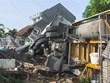 Xe Mercedes chạy với tốc độ kinh hoàng đâm sập 3 căn nhà, 1 người chết