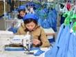 [Video] Ngành dệt may, da giày Việt Nam lao đao vì thiếu nguyên liệu
