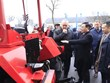 Phó Thủ tướng Vương Đình Huệ thăm nhà máy sản xuất ôtô MAZ của Belarus