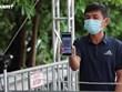 Video cảnh Hà Nội quản lý người dân đi qua chốt bằng mã QR