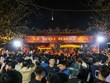 [Photo]  Nhét tiền, trèo rào 'đột nhập' đền Trần giờ khai ấn