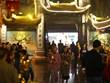 Người dân Hà Nội đổ xô đến chùa cầu may sau thời khắc giao thừa