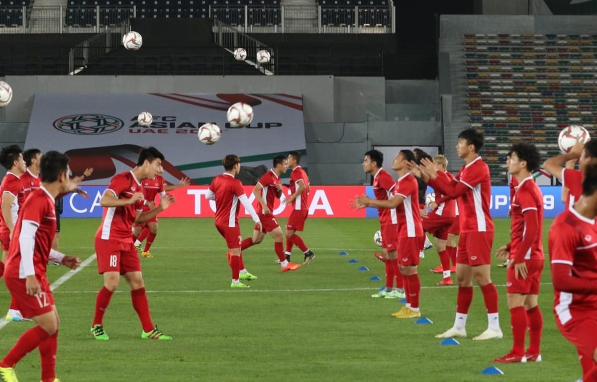 Tuyển Việt Nam trên sân Bin Zayed Sports. (Nguồn: AFC)