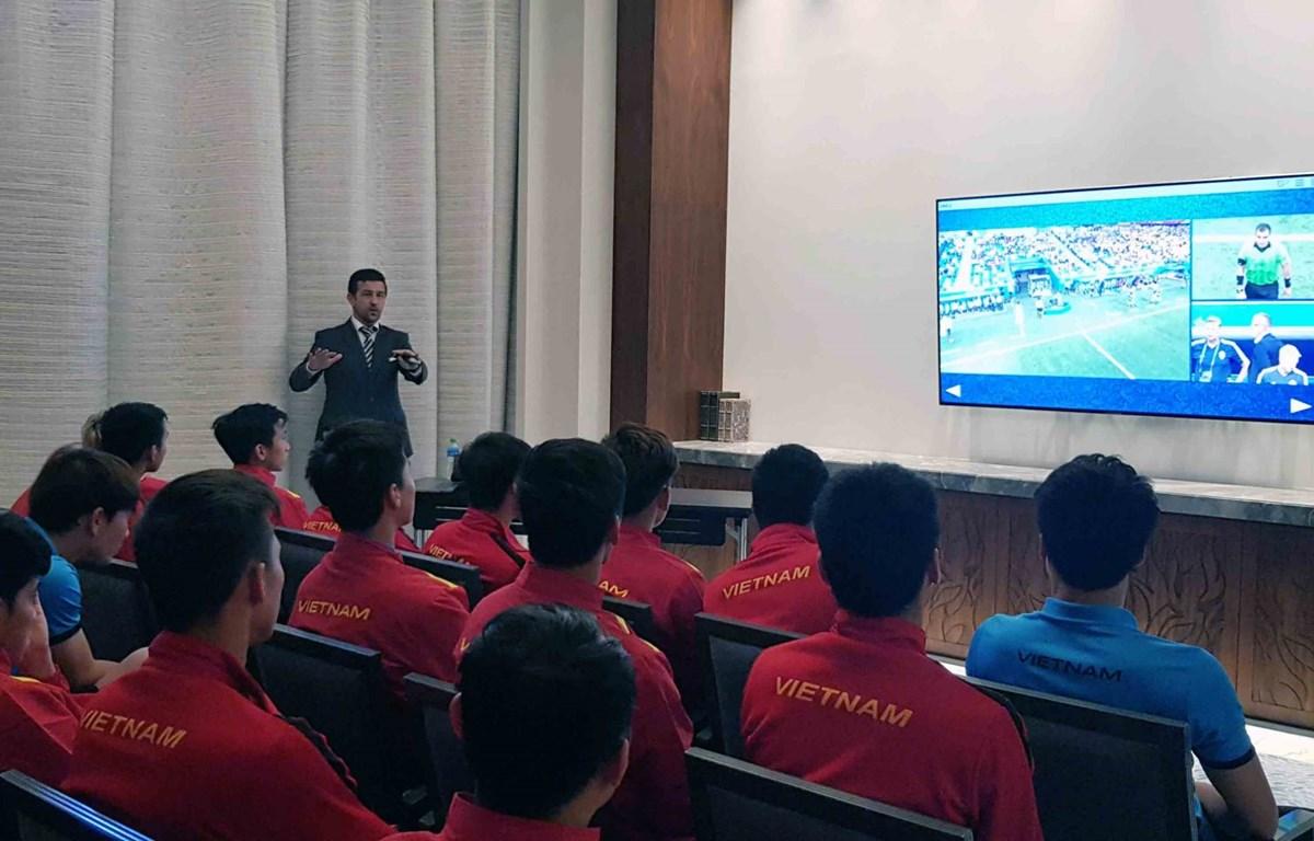 Tuyển Việt Nam trải nghiệm công nghệ VAR trước trận gặp Nhật Bản