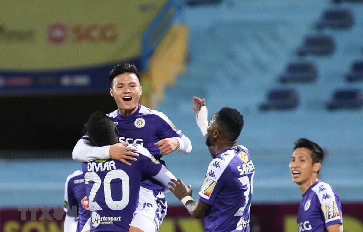 Hà Nội FC ăn mừng ở chiến thắng trước Than Quảng Ninh. (Ảnh: Trọng Đạt/TTXVN)