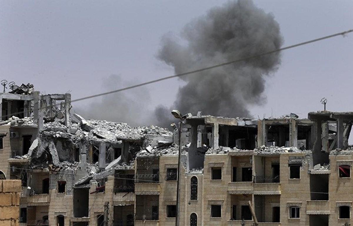 Cảnh đổ nát sau các vụ không kích vào Syria. (Nguồn: AP)
