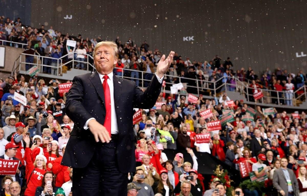 Người dân Mỹ phản đối việc Tổng thống Trump tuyên bố tình trạng khẩn cấp quốc gia. (Nguồn: Reuters)