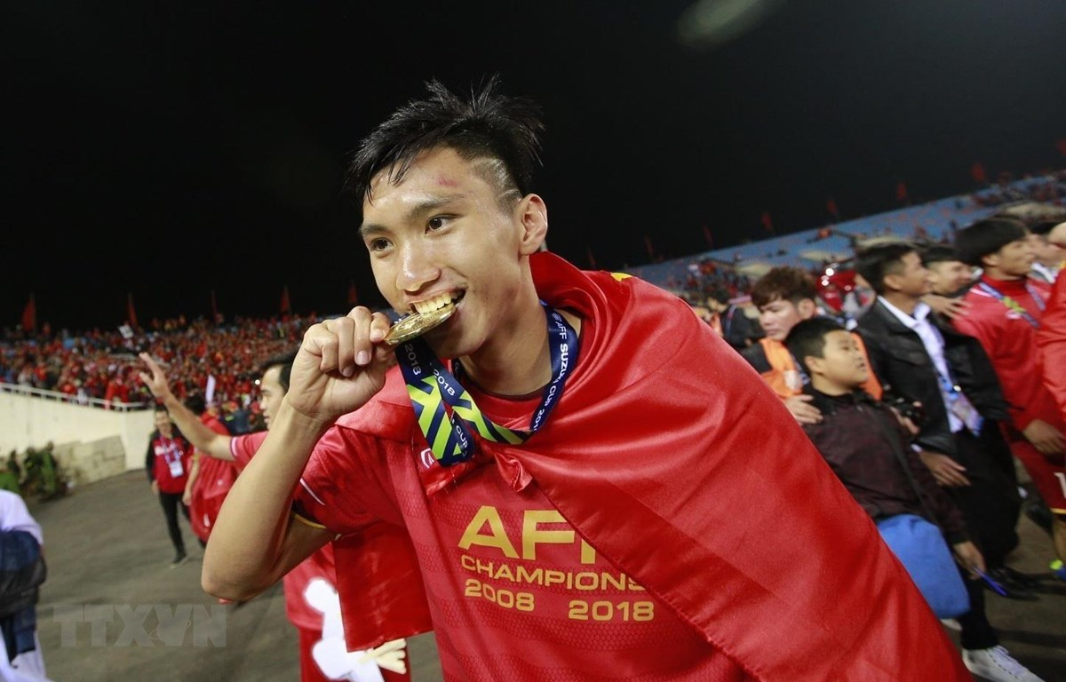 Hậu vệ Đoàn Văn Hậu ăn mừng chức vô địch AFF Suzuki Cup 2018. (Ảnh: Trọng Đạt/TTXVN)