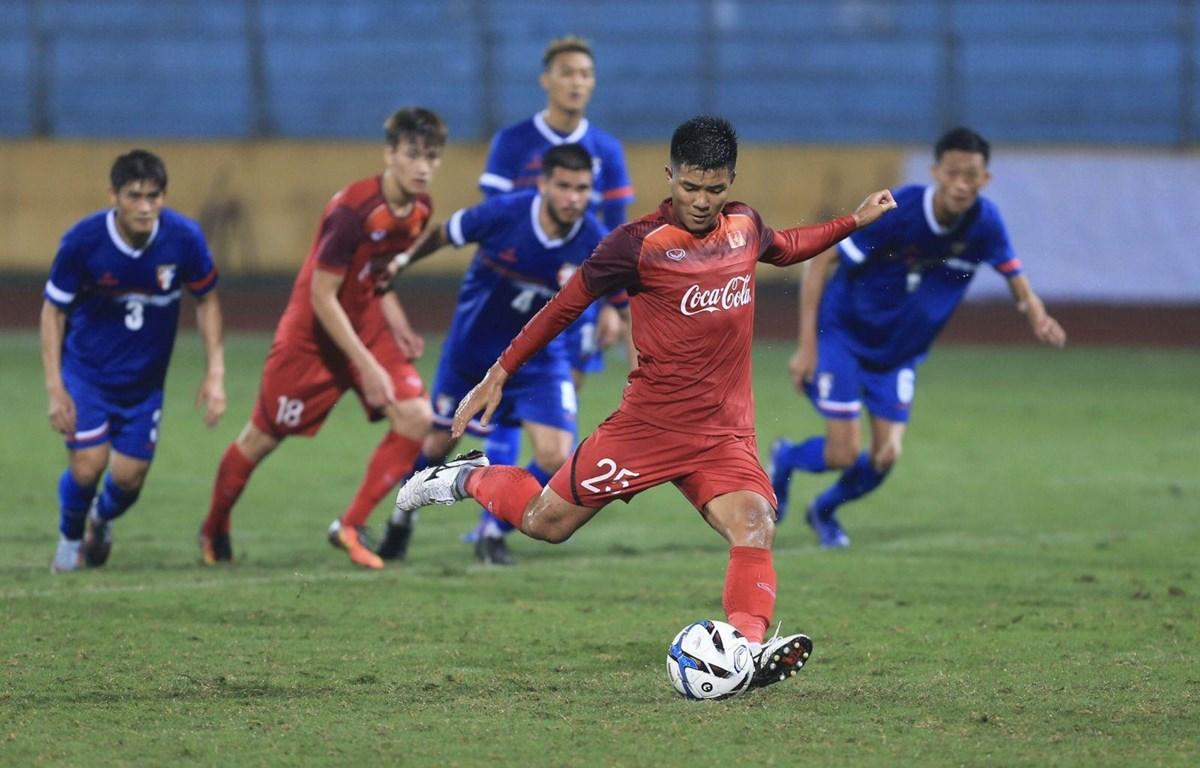 Hà Đức Chinh ghi bàn từ chấm 11m. (Ảnh: VFF)