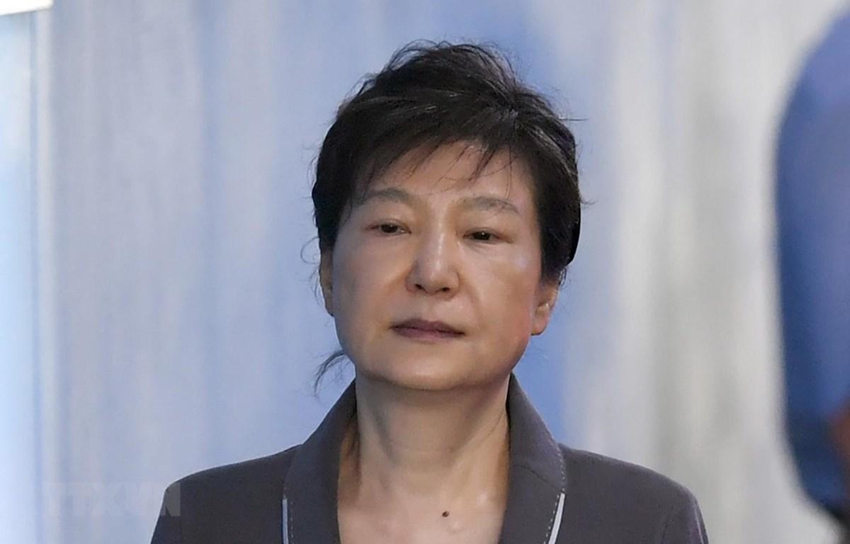 Cựu Tổng thống Hàn Quốc Park Geun-hye tới Tòa án trung tâm quận Seoul ngày 7/8/2017. (Ảnh: AFP/ TTXVN)