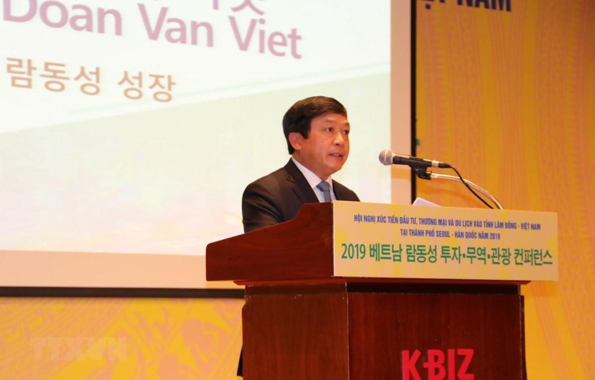 Chủ tịch tỉnh Lâm Đồng Đoàn Văn Việt phát biểu khai mạc cuộc hội thảo. (Ảnh: Mạnh Hùng/TTXVN)