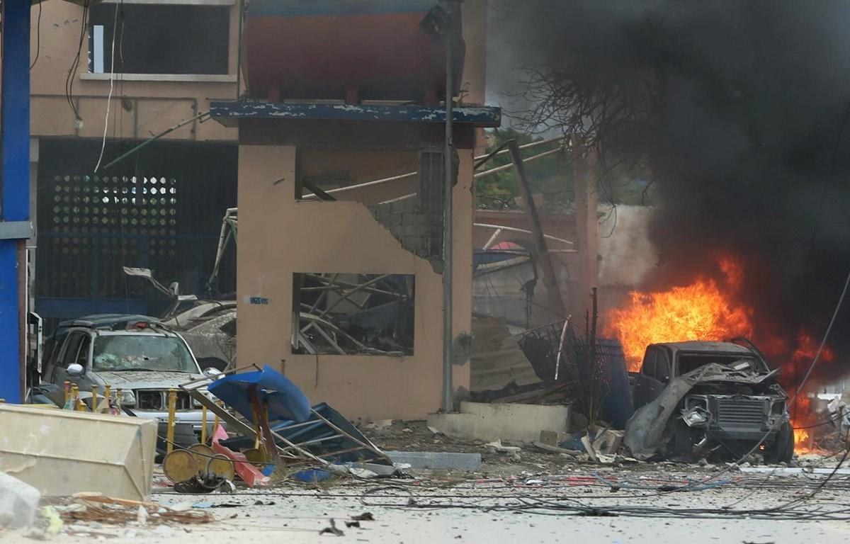 Hiện trường một vụ đánh bom ở Mogadishu. (Nguồn: Al Manar)