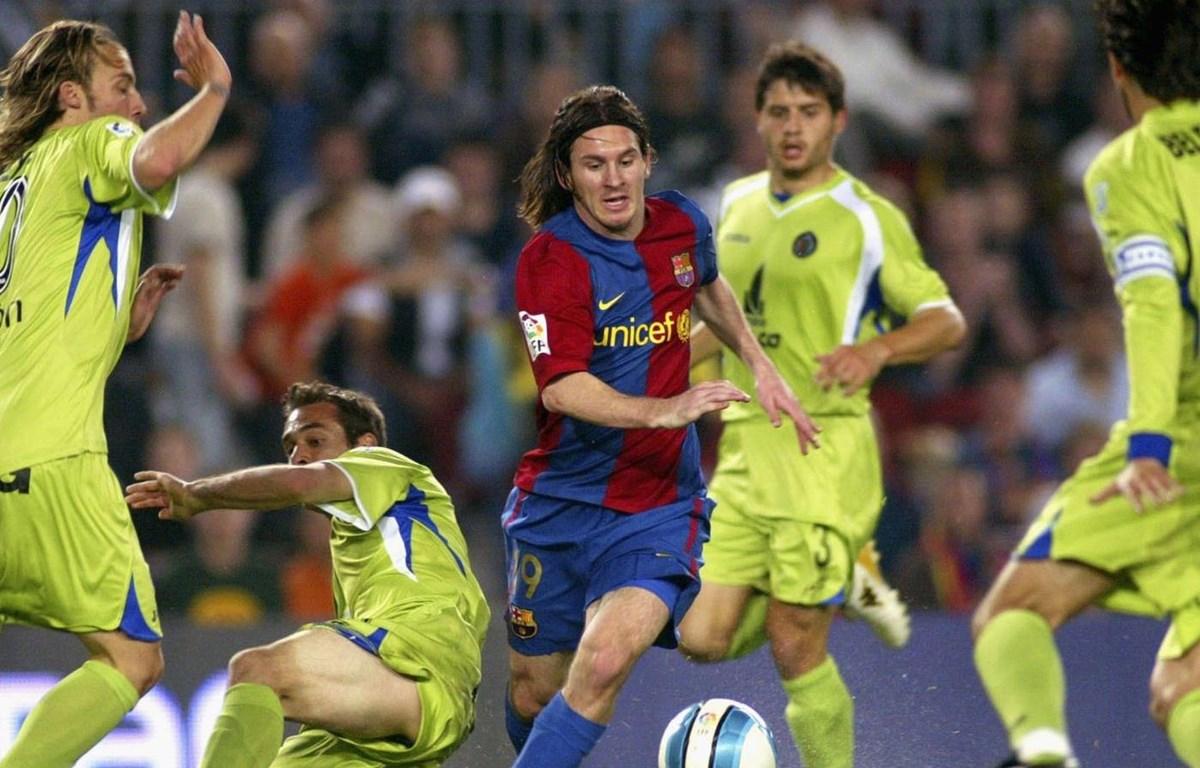 Messi solo qua hàng loạt cầu thủ Getafe trước khi ghi bàn. (Nguồn: SB Nation)