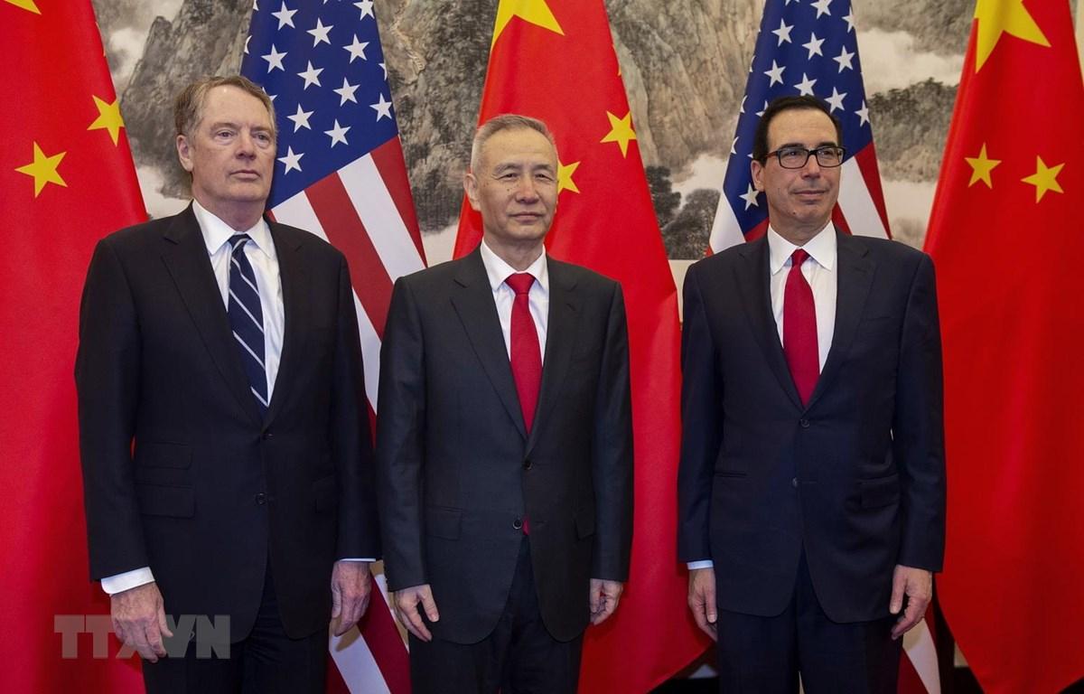 Đại diện Thương mại Mỹ Robert Lighthizer, Phó Thủ tướng Trung Quốc Lưu Hạc, Bộ trưởng Tài chính Mỹ Steven Mnuchin tại vòng đàm phán thương mại mới ở Bắc Kinh, Trung Quốc ngày 29/3. (Ảnh: AFP/TTXVN)