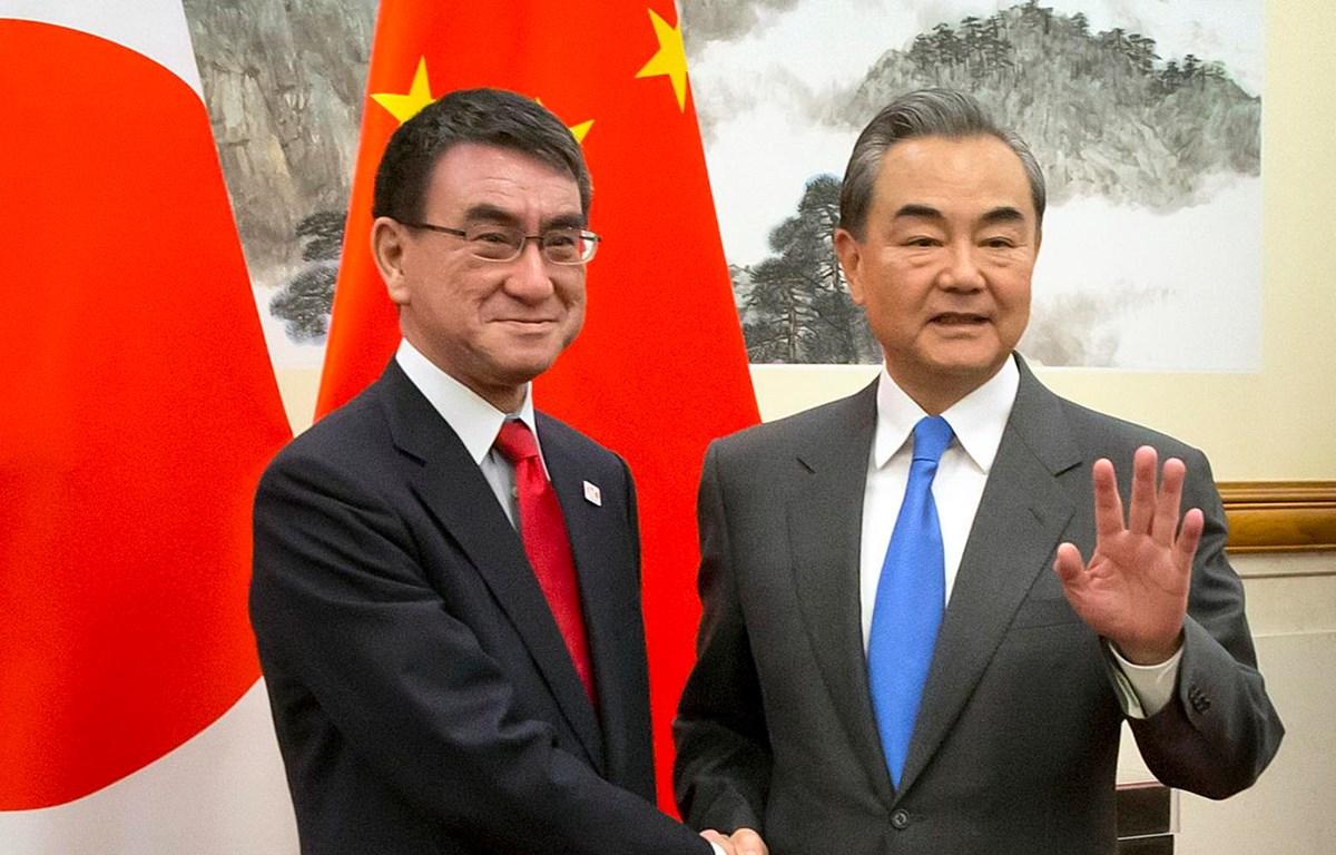 Thủ tướng Trung Quốc Lý Khắc Cường gặp Ngoại trưởng Nhật Bản Taro Kono. (Nguồn: Reuters)