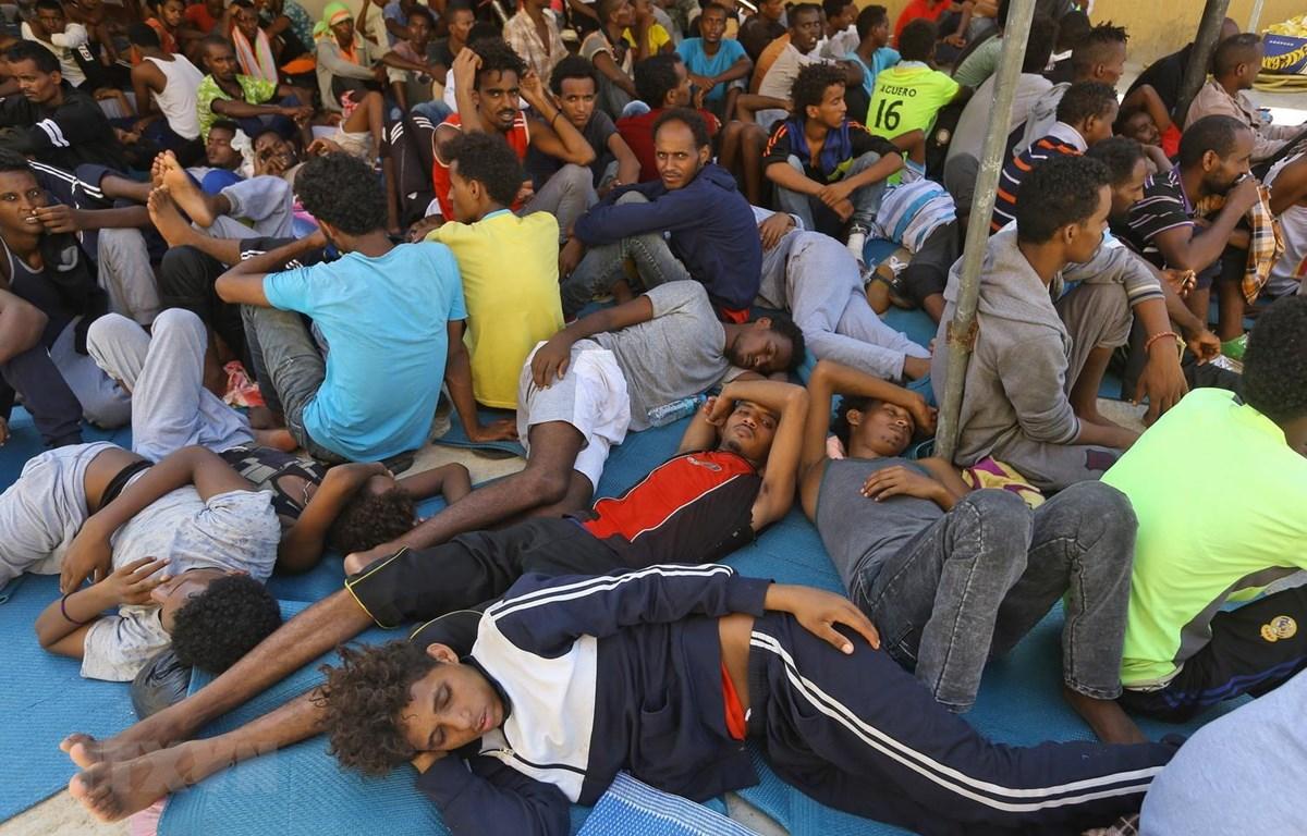 Người di cư tại khu lều tạm Ganzour, Tripoli, Libya ngày 5/9/2018. (Ảnh: AFP/ TTXVN)