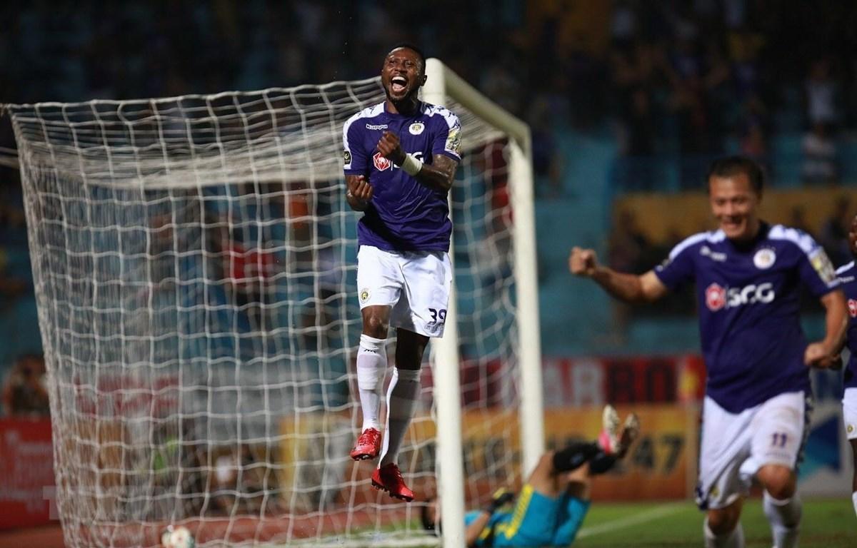 Hoàng Vũ Samson giúp Hà Nội FC ngược dòng thành công. (Ảnh; Trọng Đạt/TTXVN)