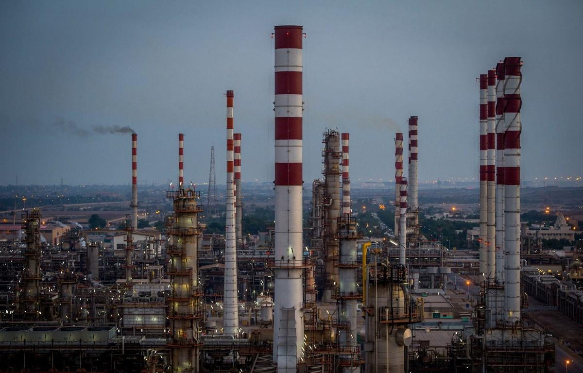 Iran đáp trả Mỹ về quy chế miễn trừ mua dầu mỏ. (Nguồn: Yahoo Finance)