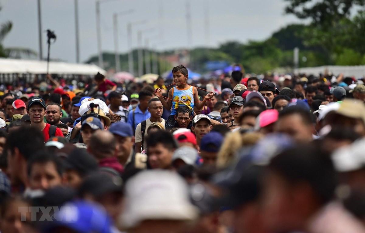 Người di cư tại khu vực Ciudad Hidalgo, bang Chiapas, Mexico, trong hành trình tới Mỹ ngày 19/10/2018. (Ảnh: AFP/TTXVN)
