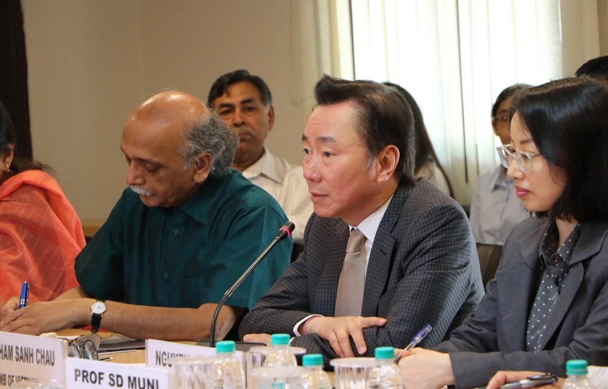 Đại sứ Việt Nam tại Ấn Độ Phạm Sanh Châu phát biểu tại hội thảo. (Ảnh: Huy Lê/Vietnam+)