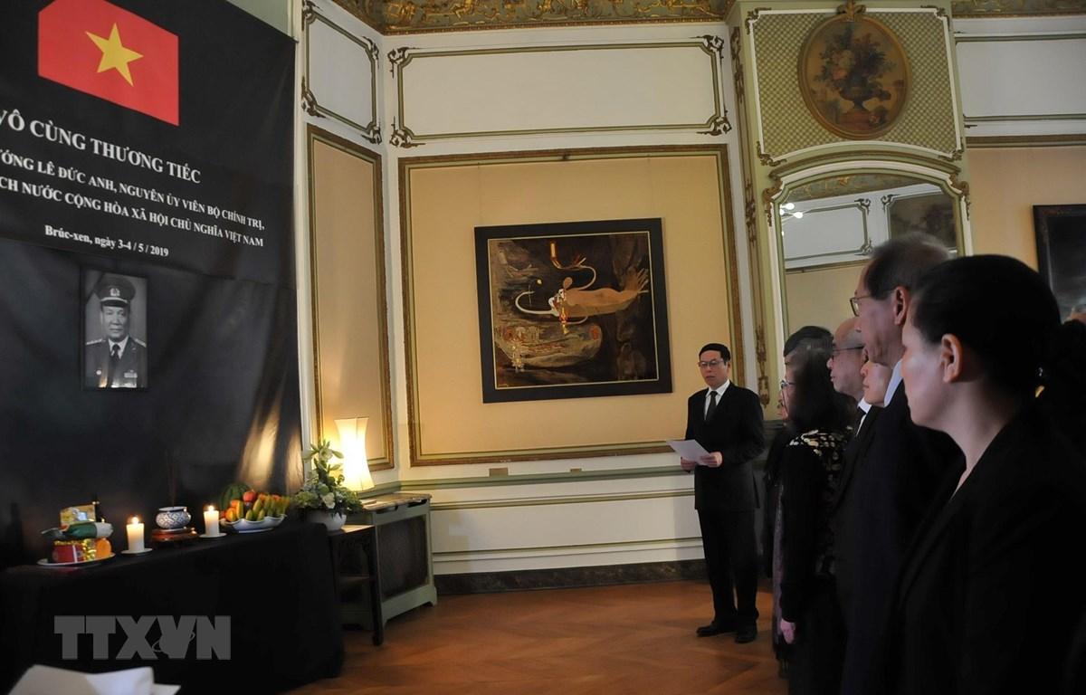 Đại sứ Vũ Anh Quang đọc điếu văn trong lễ viếng nguyên Chủ tịch nước, Đại tướng Lê Đức Anh. (Ảnh: Kim Chung/TTXVN)