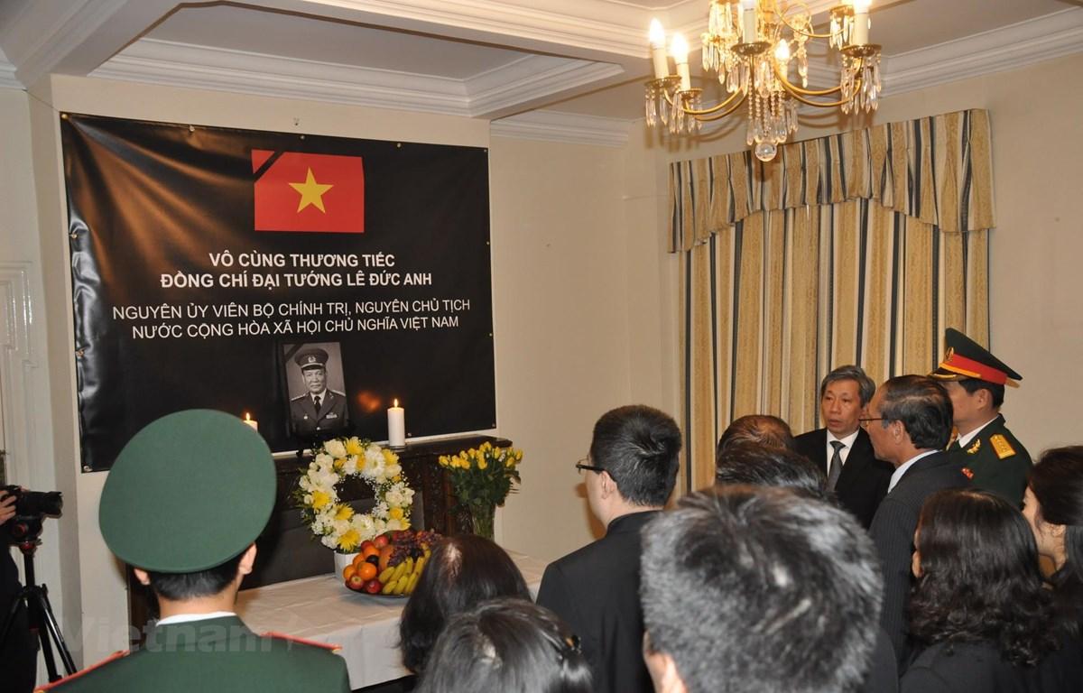 Lễ viếng nguyên Chủ tịch nước Lê Đức Anh tại Anh. (Ảnh: Nguyễn Thu/Vietnam+)