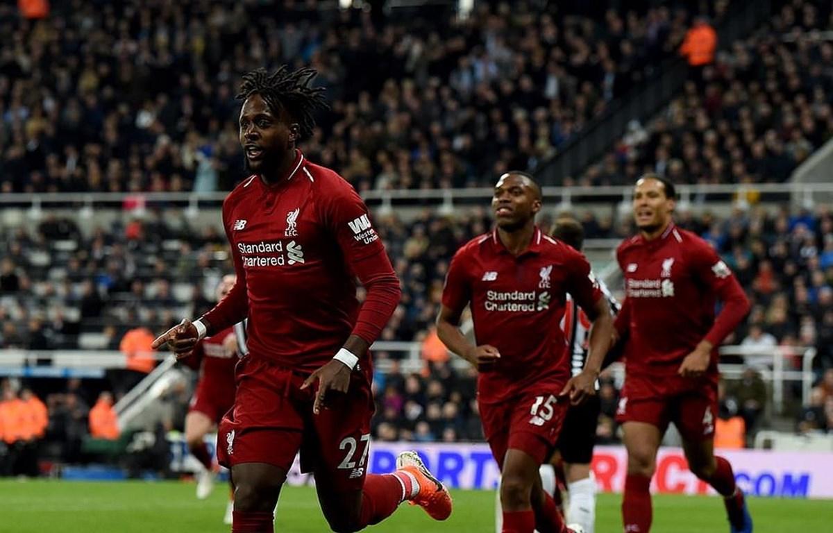 Liverpool tạm trở lại ngôi đầu Premier League.