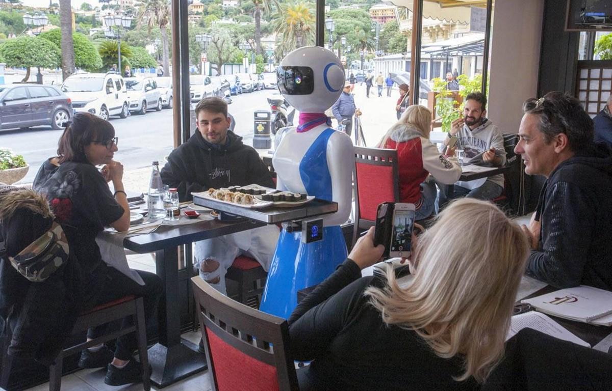 Robot làm nhân viên phục vụ bàn. (Nguồn: News Mondo)
