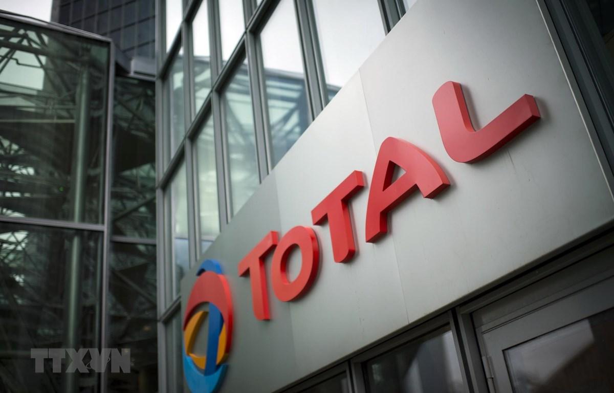 Biểu tượng Total tại trụ sở ở La Defense, gần Paris, Pháp. (Ảnh: AFP/ TTXVN)