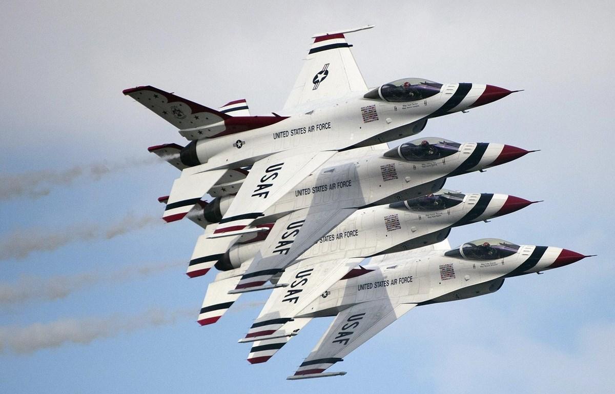 Máy bay chiến đấu F-16 Thunderbirds của Mỹ. (Ảnh: AFP/ TTXVN)