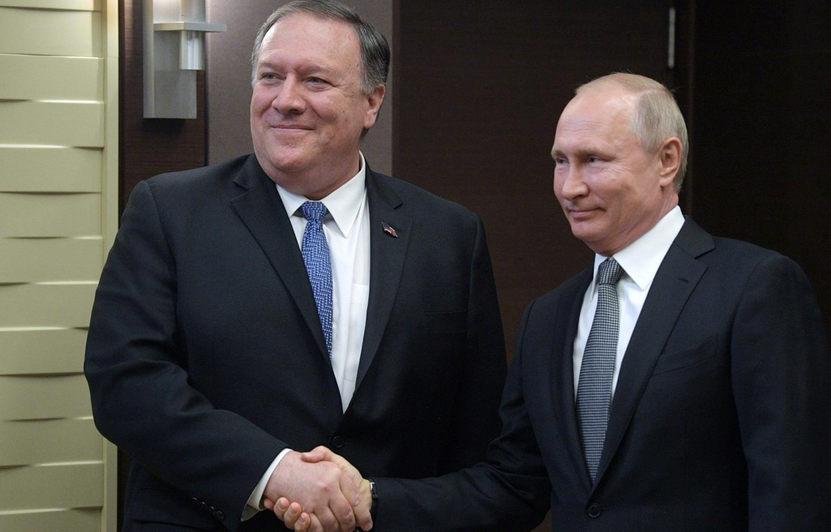 Tổng thống Nga Vladimir Putin gặp Ngoại trưởng Mỹ Mike Pompeo. (Nguồn: EPA)