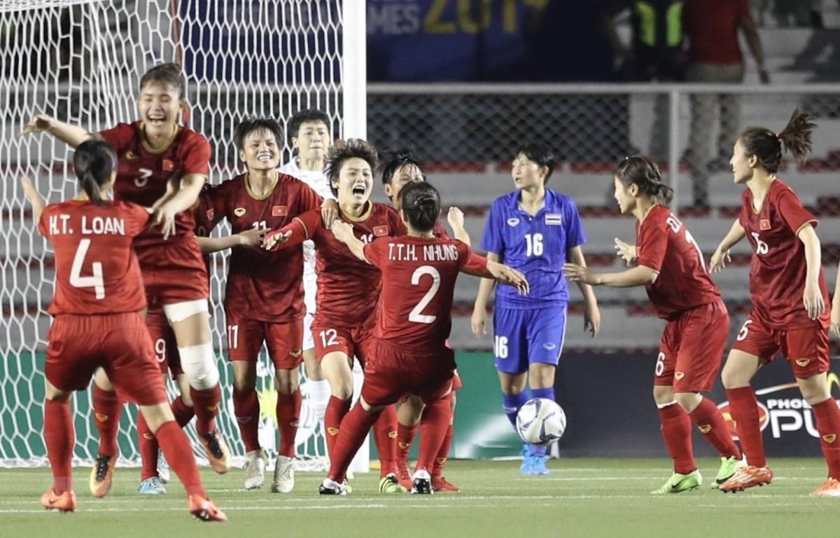 Đội tuyển bóng đá nữ giành HCV SEA Games 30. (Ảnh: Vietnam+)