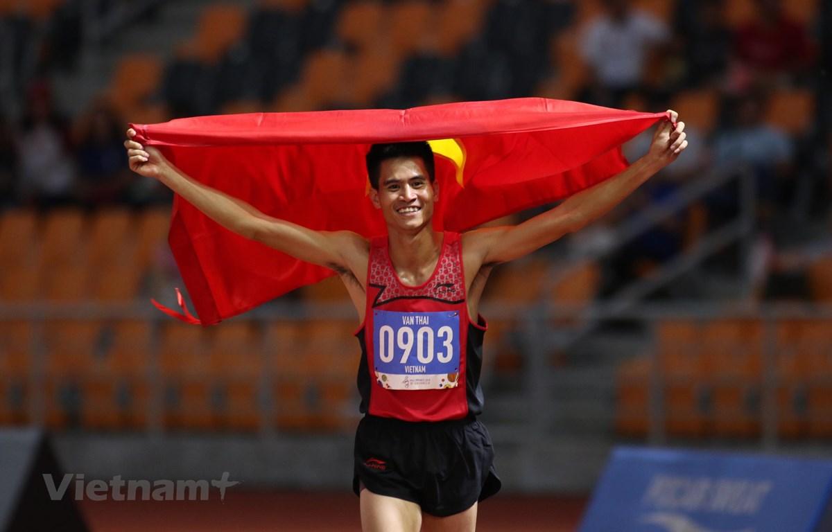 Dương Văn Thái bảo vệ thành công HCV nội dung chạy 1.500m. (Ảnh: Vietnam+)
