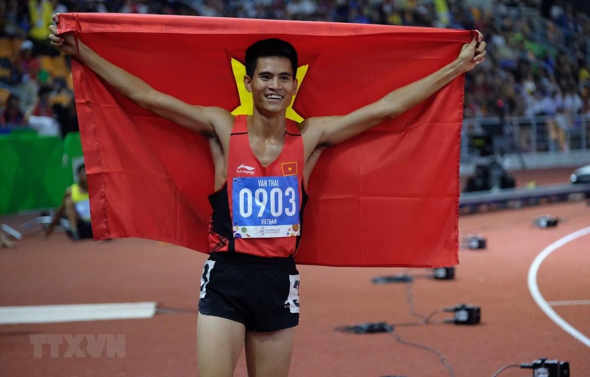 Dương Văn Thái giành Huy chương Vàng nội dung 800m nam. (Ảnh: Vũ Tú/TTXVN)