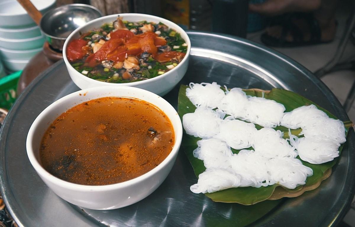 Bún ốc từ lâu đã trở thành một món ăn không thể thiếu trong thực đơn của những người con Hà Nội và các thực khách đến thăm Thủ đô. (Ảnh: Minh Hiếu/Vietnam+)