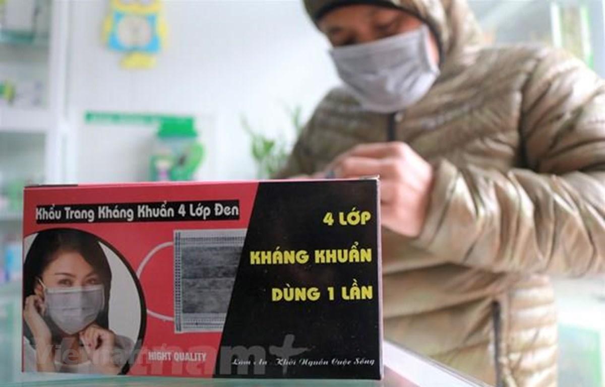 Chính phủ đã quyết định Bộ Tài chính phối hợp với các bộ để lên phương án miễn thuế nhập khẩu khẩu trang y tế, nguyên liệu sản xuất khẩu trang y tế, nước khử trung phục vụ phòng chống dịch. (Ảnh: Minh Hiếu/Vietnam+)
