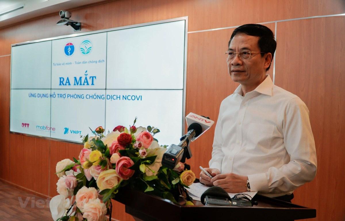 Bộ trưởng Bộ Thông tin và Truyền thông Nguyễn Mạnh Hùng phát biểu tại Lễ ra mắt ứng dụng phòng chống dịch COVID-19. (Ảnh: Minh Hiếu/Vietnam+)