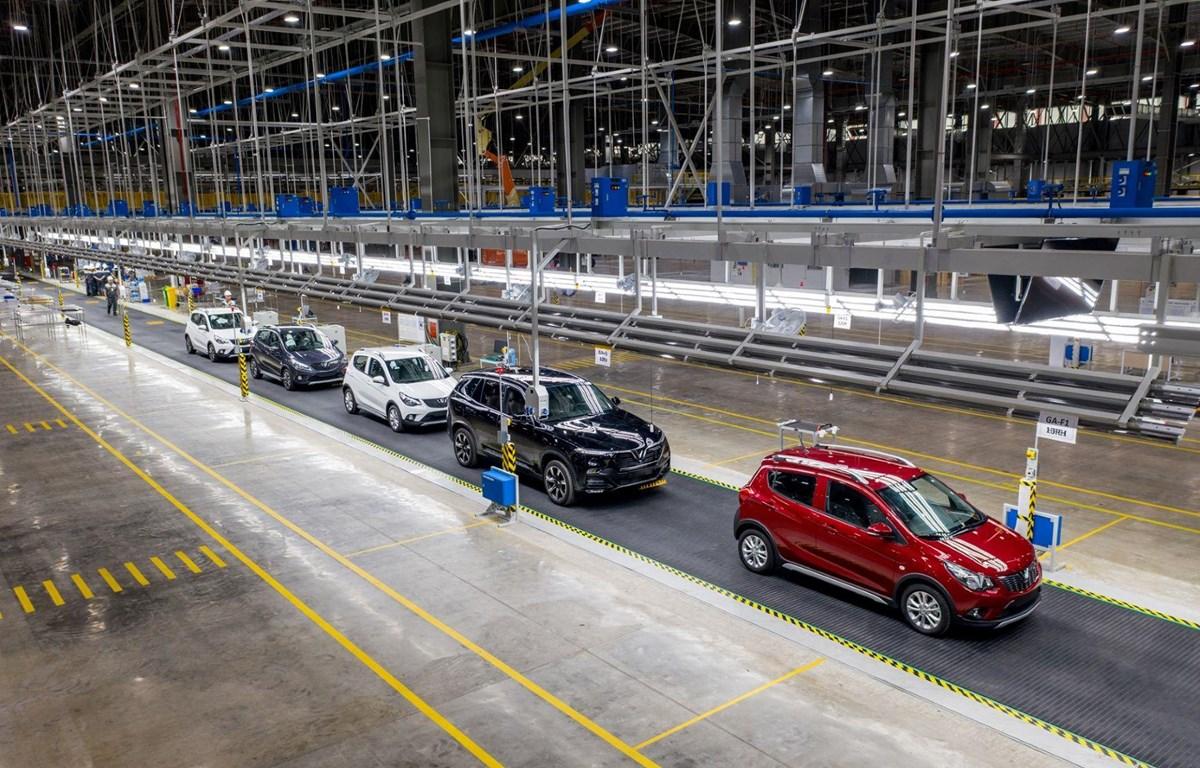 """Việc cắt giảm, ưu đãi thuế phí với xe trong nước sẽ là """"cú huých"""" lớn nhất đối với nền công nghiệp xe hơi non trẻ của Việt Nam. (Ảnh nguồn: VinFast)"""