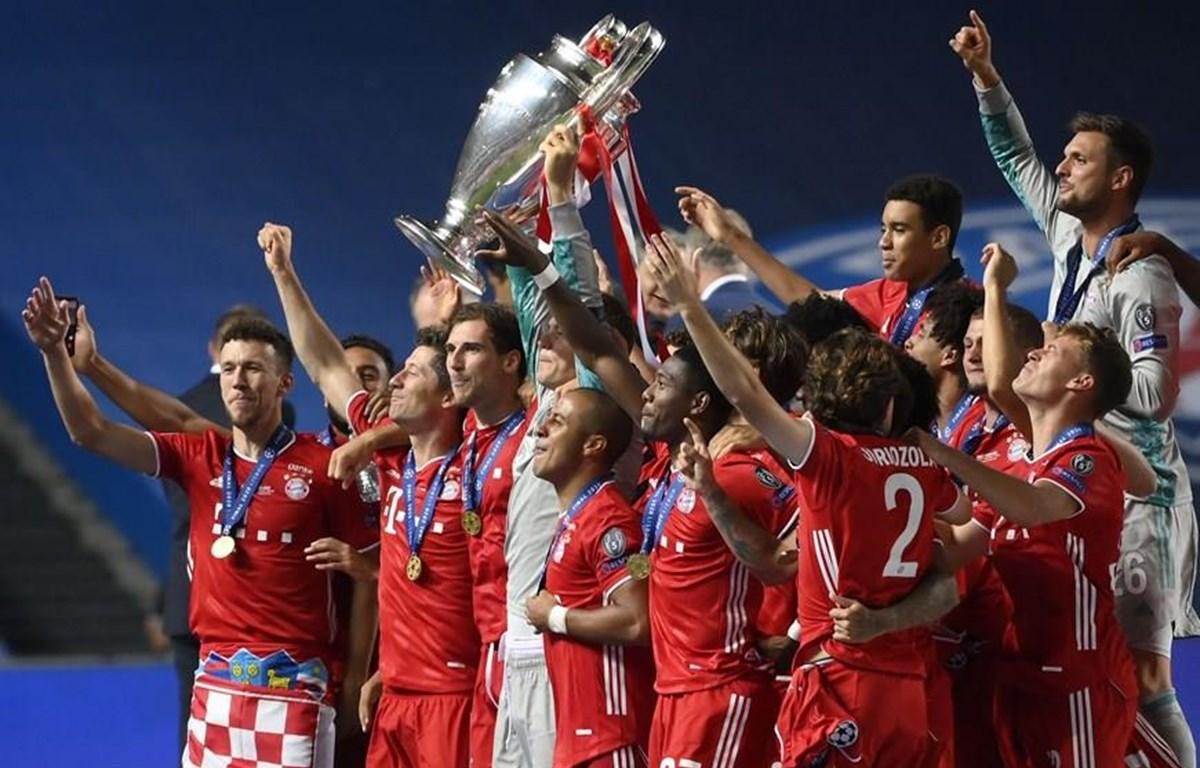 Các cầu thủ ăn mừng chiến thắng Champions League (Ảnh: Fcb.com)
