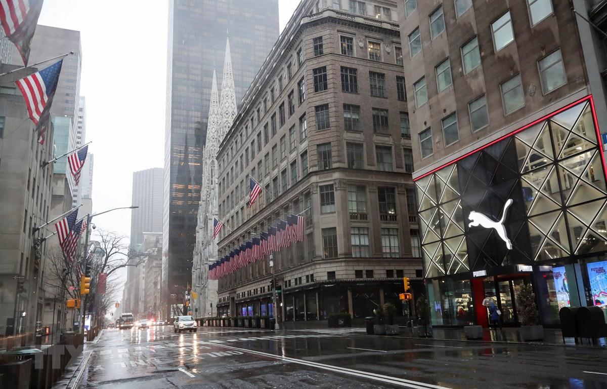 Cảnh vắng vẻ trên đường phố tại New York, Mỹ ngày 23/3/2020, trong bối cảnh dịch COVID-19 lan rộng. (Ảnh: THX/TTXVN)